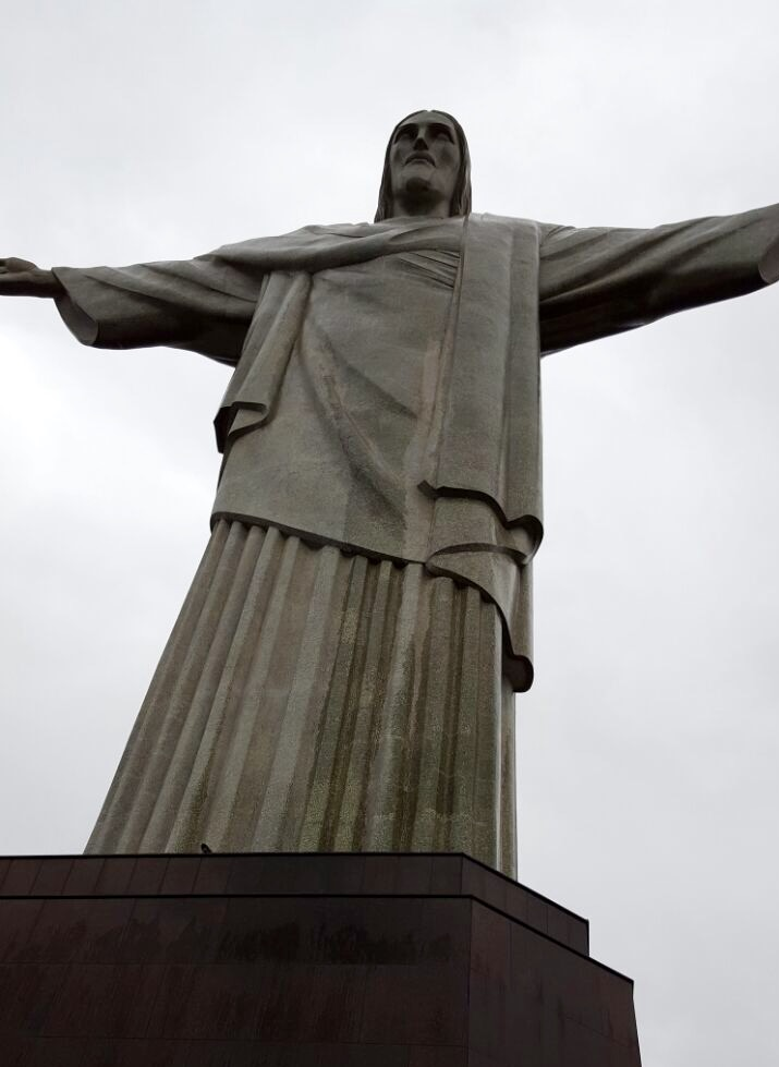 Thea found some time to visit Christ the Redeemer .. One of the 7 wonders for a reason .. Amazing!!